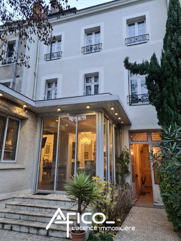 Hôtel particulier – 334 m² – TOURS